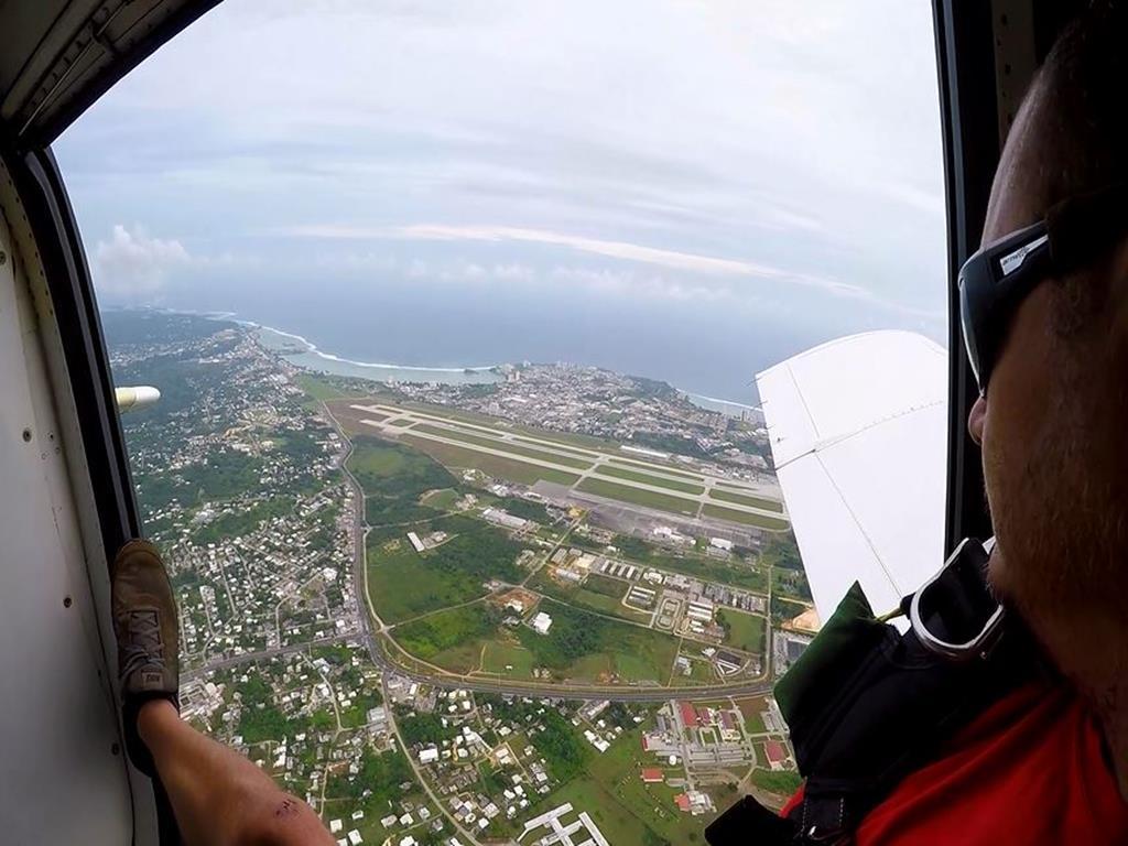高空跳傘(Sky Diving):飛機的視角