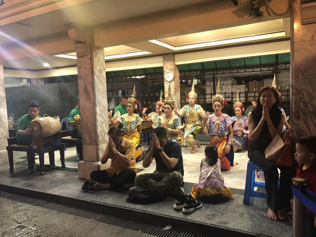 泰國曼谷暹羅市中心10大必去景點:04曼谷四面佛_跳舞