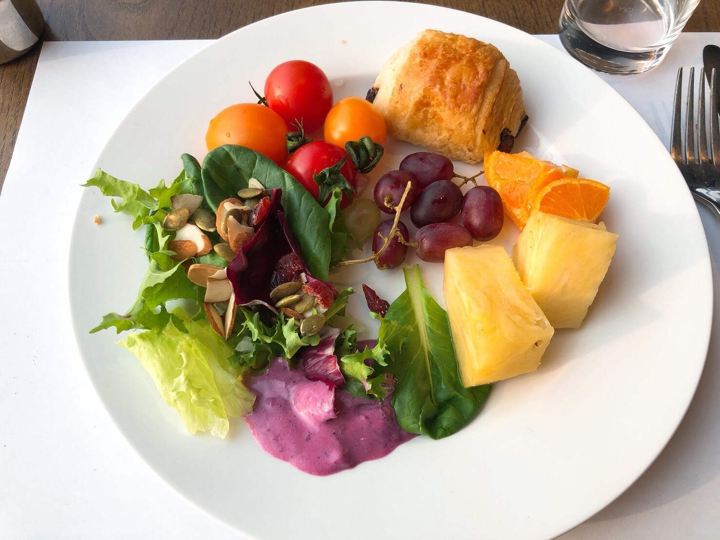 首爾住宿推薦_弘大L7樂天飯店好評介紹_早餐蔬果多且好吃